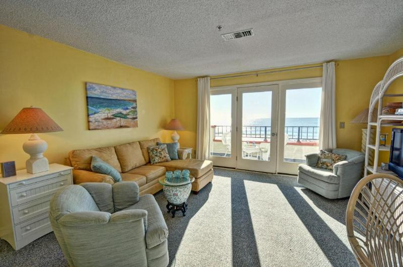 Living Room - Villa Capriani 217-A Oceanfront | 3 Pools, Largest Pool on NC Coast, 2 Hot Tubs, Grill Area, Tennis Courts, Restaurant, Internet - North Topsail Beach - rentals