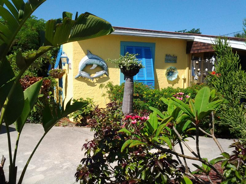 Our little Guest Cottage - The Guest Cottage for all occasions, great reviews - Cocoa Beach - rentals