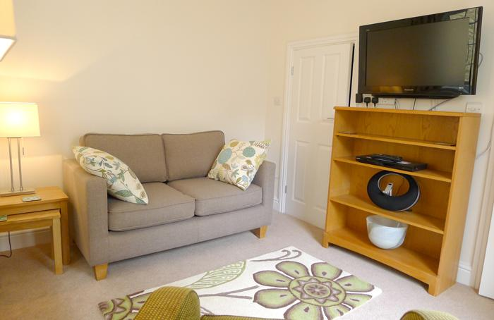 Five Star Holiday Cottage - Park House Apartment, Tenby - Image 1 - Tenby - rentals