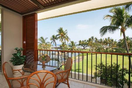 Completely renovated Mauni Lani Terrace A302 gives access to heated pool, hot tub, sauna and beach - Image 1 - Mauna Lani - rentals