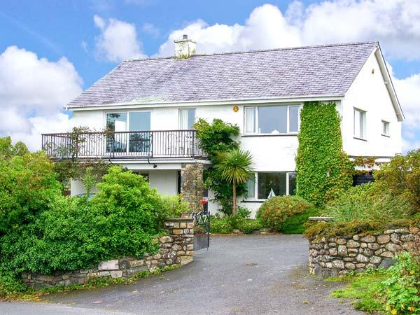 MAES COCH, family friendly, with a garden in Abersoch, Ref 4369 - Image 1 - Abersoch - rentals
