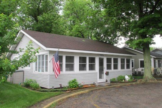 Martin Cottage - The Martin - Weekly Stays Begin on Fridays - South Haven - rentals