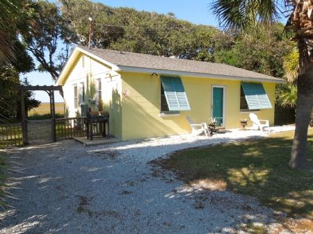 Front - Hemingway's Hideaway - Folly Beach - rentals