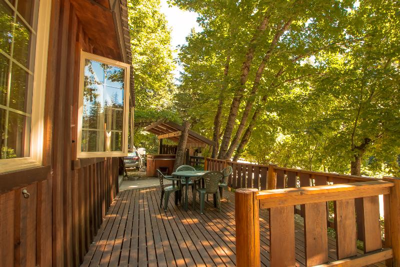 Der Tree Haus, charming bungalow with hot tub - Image 1 - Leavenworth - rentals