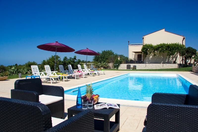The wonderful pool area - VILLA PALAZZOLA:Luxury staying between the sea and the Unesco's - Scicli - rentals