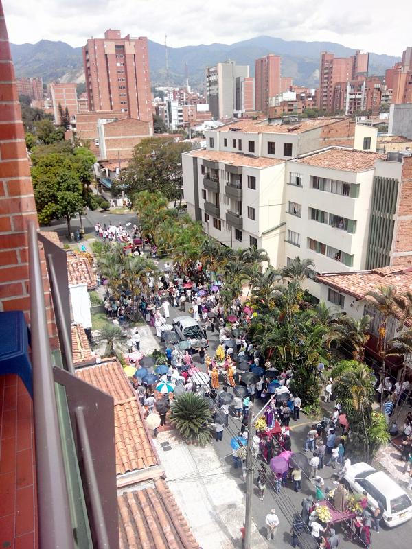 view of parade from the balcony - Laureles, Medellin, 2bed,2bath, Beautiful Views! - Medellin - rentals