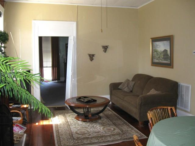 1126 Living2 - St. Charles Avenue with Balcony - New Orleans - rentals