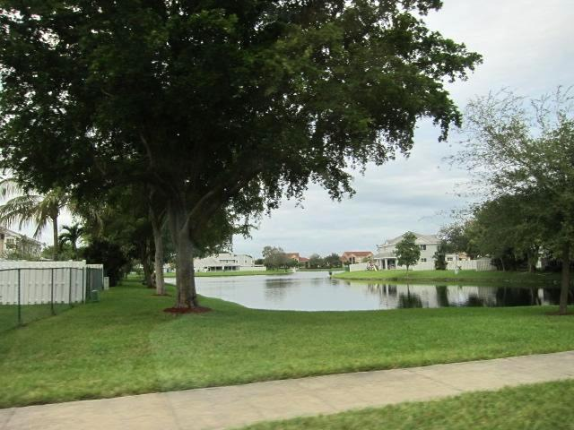 Lake view of the community - Beautiful 3BR Vacation Home Great Location - Kissimmee - rentals