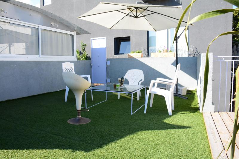 COZY Apartment - 3 min walk to the beach! - Image 1 - Tel Aviv - rentals