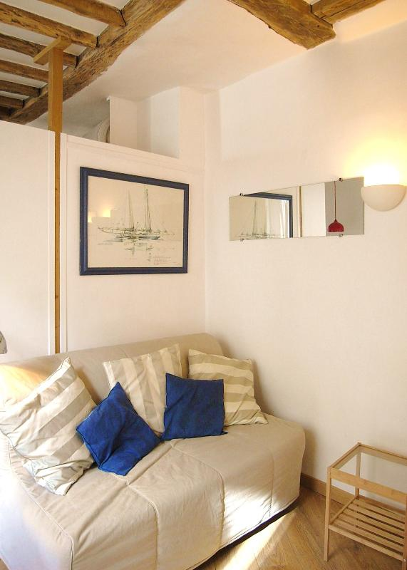 COZY COMFORTABLE 1 BEDROOM MARAIS 154 - Image 1 - Paris - rentals