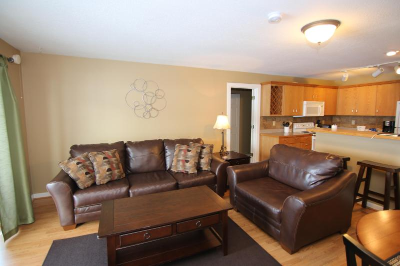 Living Room - Affordable Beautiful Condo* Free Shuttle*wifi* *Hot Tub* - Big Sky - rentals