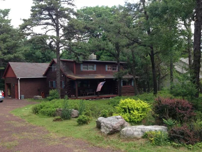 picture of cabin in the summer - Cozy Four bedroom Log Cabin home bring your smores - Lake Harmony - rentals