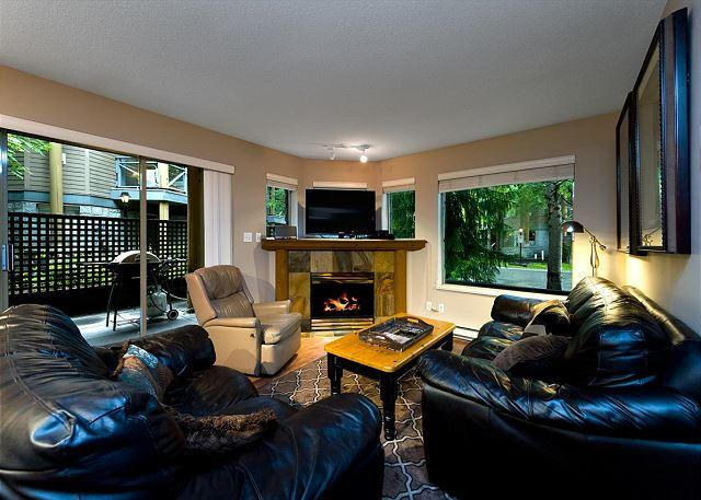 Living Room - Valhalla 4 bdrm, sleeps 8, Quiet setting just steps from the action! - Whistler - rentals