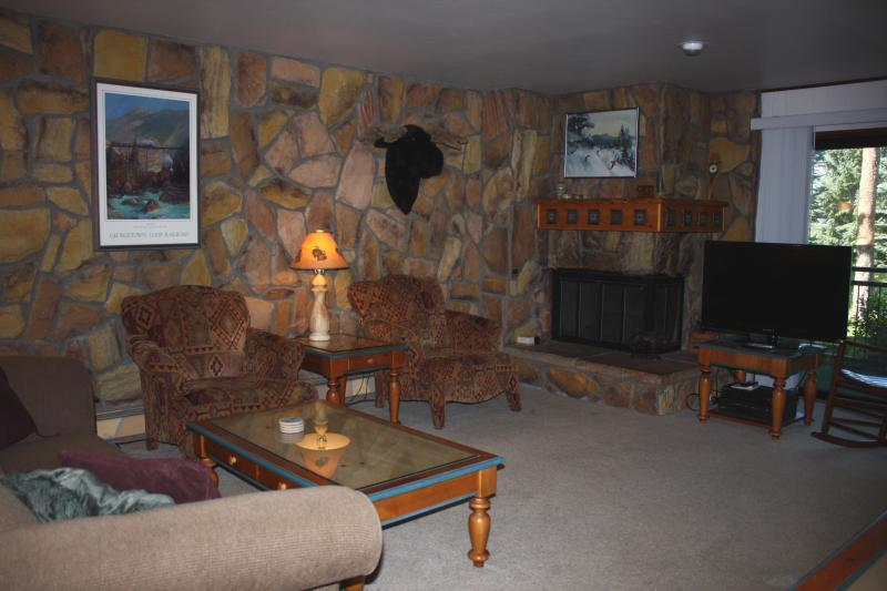 Living Room with gas fireplace and 40