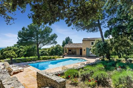 Baby-Friendly Villa Nathalie In Beautiful Garden with Private Pool, Covered Terrace & BBQ - Image 1 - L'Isle-sur-la-Sorgue - rentals