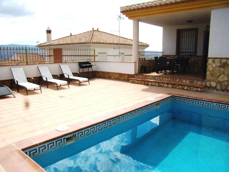 outside table-sunbeds-BBQ - CASA DEL VALLE on the foot of the sierra nevada - Durcal - rentals