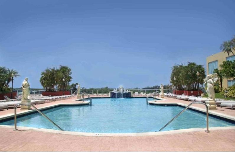 Pool with bay view - Gorgeous Apartment On The Water - Sunny Isles - rentals