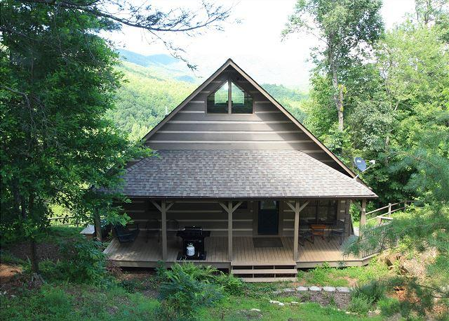 Scout's Playground enjoy tremendous views, log cabin with lots of extras - Image 1 - Blowing Rock - rentals