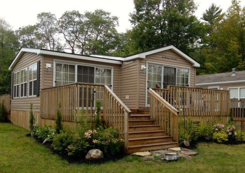 Front view of Cottage - Beautiful Muskoka Water Front Cottage For Rent - Gravenhurst - rentals