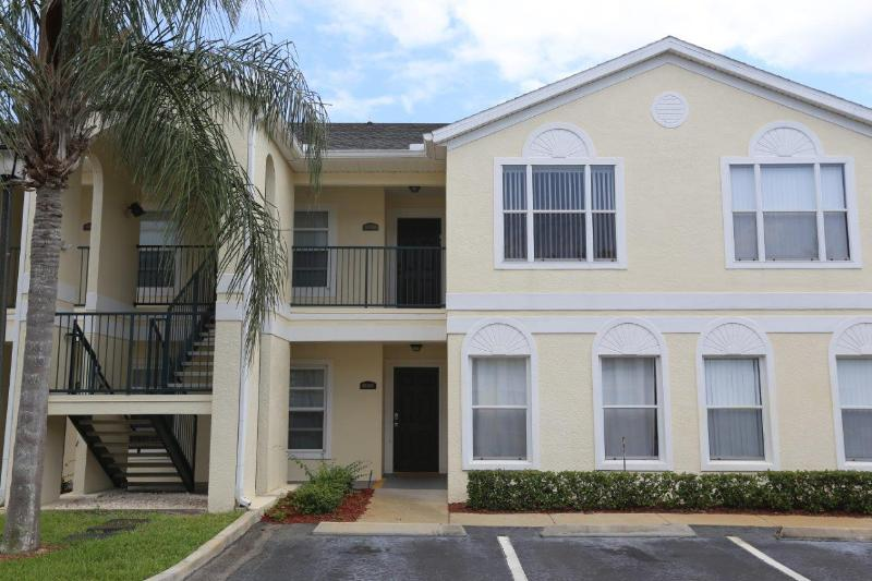 Grand Palms LJ  3 Bed/2 bath Vacation Condo, 5 miles from Disney World. Value, Location, Free Internet - Image 1 - Watersound Beach - rentals