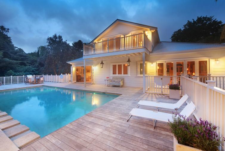 Pool and main house - Colonial Villa Chelsea Bay - Auckland - rentals