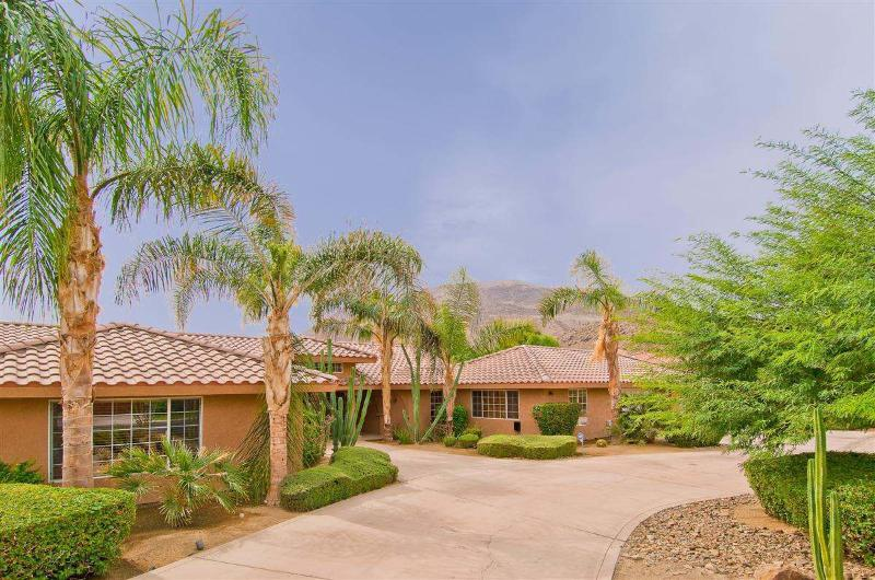 Driveway View - Beach House In The Desert - Rancho Mirage - rentals