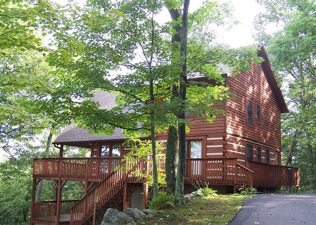 Ski Acres Place a 3 level log cabin with great view on Appalachian Ski Mtn. - Image 1 - Blowing Rock - rentals