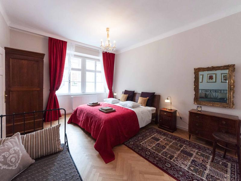 Red bedroom: one king size and one single bed - Allegro - New!! Steps away from the Cathedral - Vienna City Center - rentals