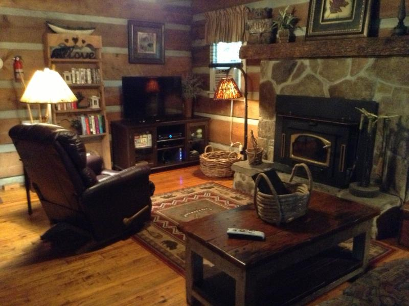New leather recliner and large flat screen...relax, you're on mountain time! - Private Log Cabin/waterfall/ king/queen beds - Cashiers - rentals
