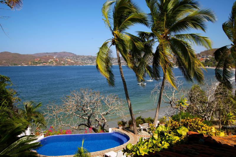 Our pool and Zihuatanejo Bay  - Romantic Villa on Zihuatanejo Bay *Seasonal Rates - Zihuatanejo - rentals