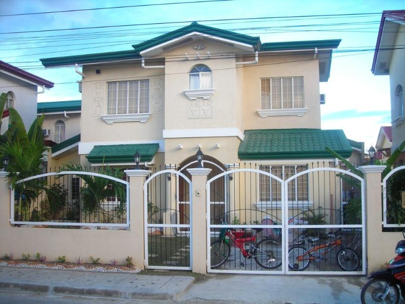 4 Br House in Gated Estate, Cebu with Pool - Image 1 - Cebu - rentals