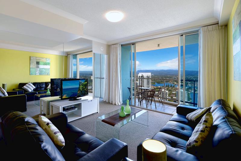 LUXURY APARTMENT IN SURFERS PARADISE, GOLD COAST - Image 1 - Surfers Paradise - rentals