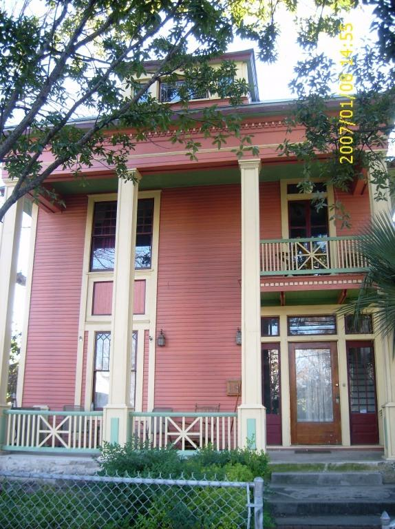 Front of house - Beautiful home in historic downtown neighborhood - San Antonio - rentals