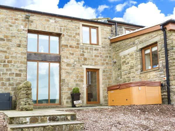 MIA COTTAGE, pet-friendly cottage with hot tub, superb views, country setting, quality accommodation near Haworth Ref 913035 - Image 1 - Haworth - rentals