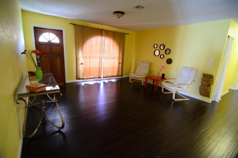 Vacation home away from winter - Image 1 - Port Charlotte - rentals