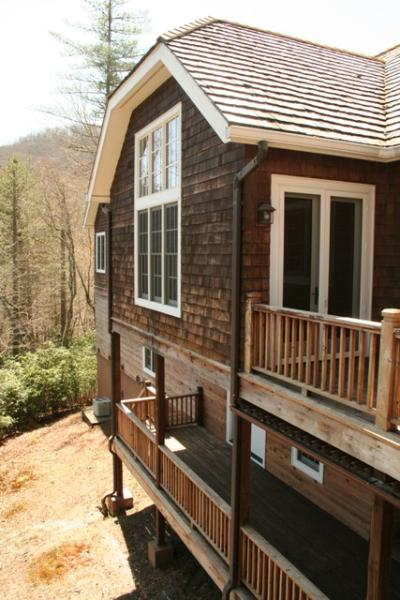 Just miles from Main Street Highlands, NC! 3 bed vacation home sleeping 10 people. 2.5 acres of outdoor space - Image 1 - Highlands - rentals