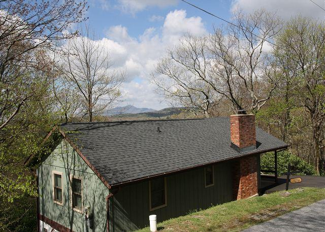 Williams Chalet a newly remodeled chalet with great view of Grandfather Mtn. - Image 1 - Blowing Rock - rentals