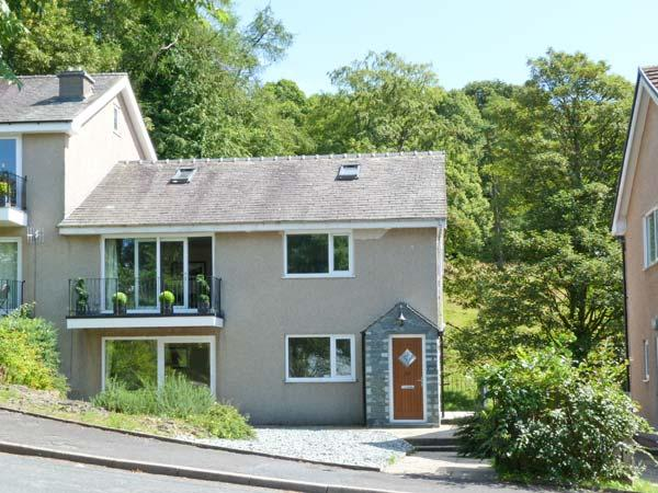 BECKSIDE ground floor, lake views, games room in Bowness Ref 22487 - Image 1 - Bowness-on-Windermere - rentals