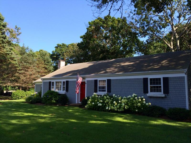 Bright and spacious living room - 170 Wianno Circle - Osterville - rentals