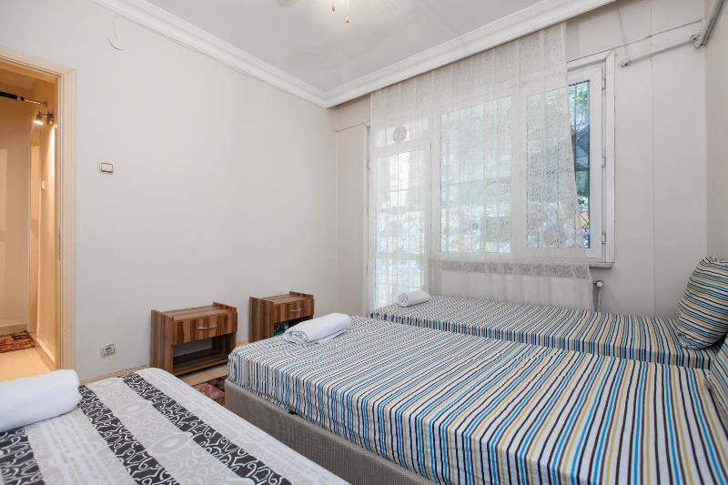 Taksim,Center,2Bedroom Flat near sea&tram up to6 - Image 1 - Istanbul - rentals
