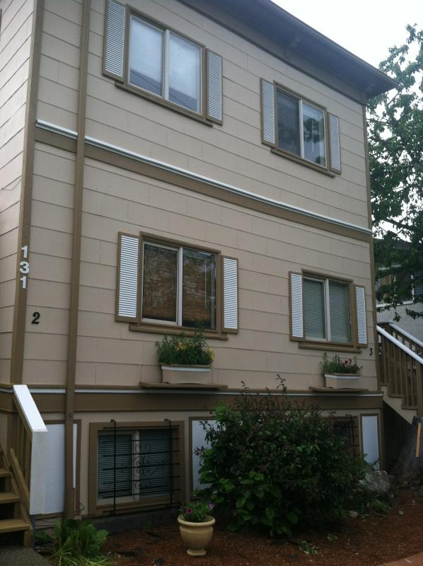 Front of Home - Only Minutes from Area Attractions, Shopping & Bus - Seattle - rentals