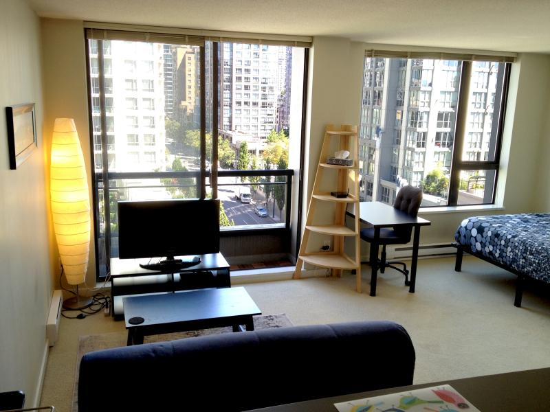View from the kitchen - Rent Vancouver downtown studio/den apartment - Vancouver - rentals