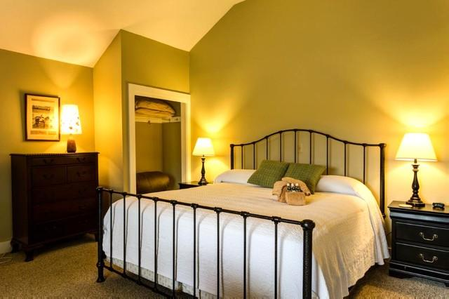 Swiggle - Private suite at Meadow Lane Lodge with king bed and full bath. Complimentary daily continental breakfast - Image 1 - Hot Springs - rentals