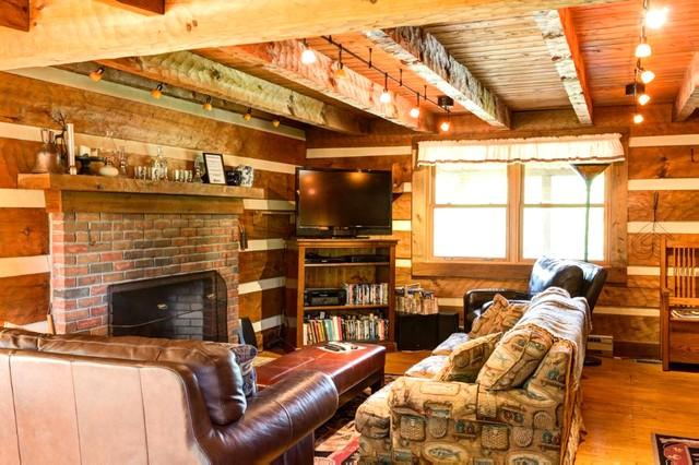Katie's Ridge - A cozy and private pet friendly cabin surrounded by 300 acres of National Forest and extensive trails - Image 1 - Hot Springs - rentals