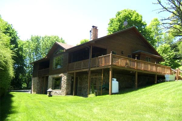 Linkhorn - Family friendly home in a private setting just minutes from The Homestead Resort. Large windows and wraparound deck - Image 1 - Hot Springs - rentals
