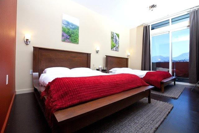 Glacier View Rooms within Tsaina Lodge with either 1 or 2 queen beds. Patio overlooking Worthington Glacier - Image 1 - Port Heiden - rentals