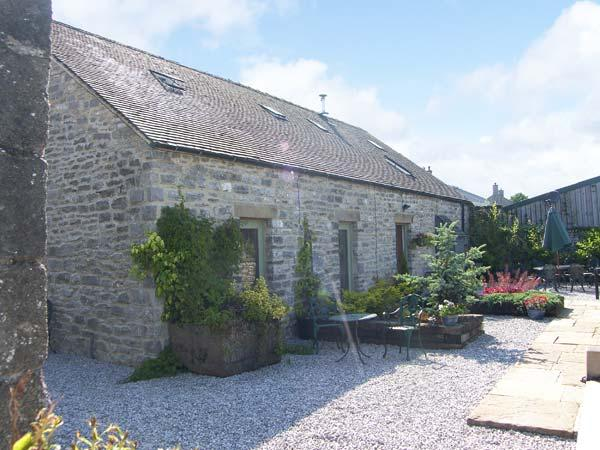 SPINGLE BARN, pet friendly, luxury holiday cottage, with a garden in Monyash, Ref 5469 - Image 1 - Monyash - rentals