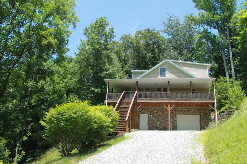 RIVER HOUSE, HIKING, FISHING, PRIVATE, CLOSE TO TOWN. NEW IN 2014. POOL TABLE!!! TAKE A LOOK :) - Image 1 - Burnsville - rentals