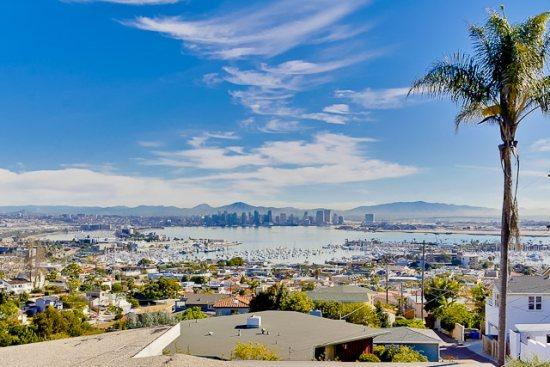 Breathtaking views of San Diego from the roof top deck - Craftsman Style Bay View Home - Close to Downtown San Diego - San Diego - rentals