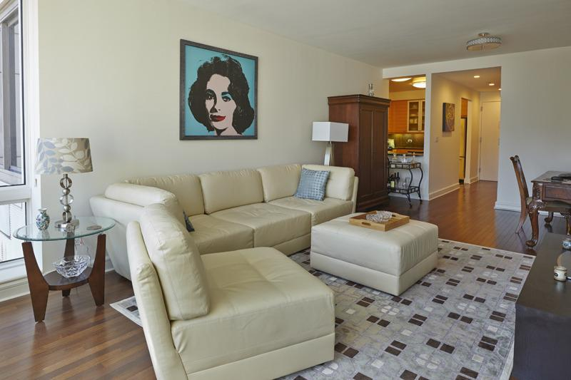 Living Area Features Leather Furniture and 42